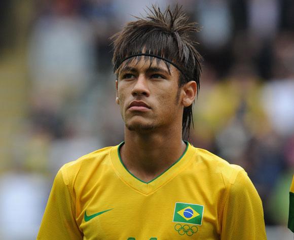 Barcelona skriver kontrakt med Neymar
